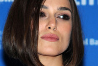 Kiera-knightley-makeup-for-porcelain-skin-side